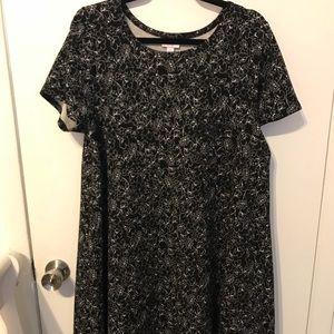 LuLaRoe Noir & Blanc size L Carly!!! BNMT